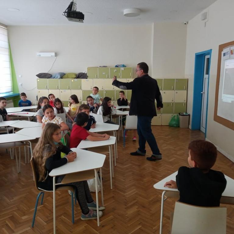 """снимка за новина - Интерактивен урок по Гражданско образование на тема """"Бежанци, добре дошли"""" по проект """"Пожелай си най-доброто бъдеще!"""", Еразъм+, КД1"""